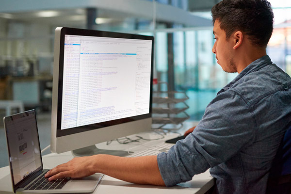 Advance Your IT Career With an Online IT Degree